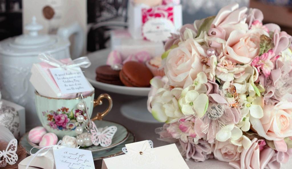 Brautstrauß auf Tisch